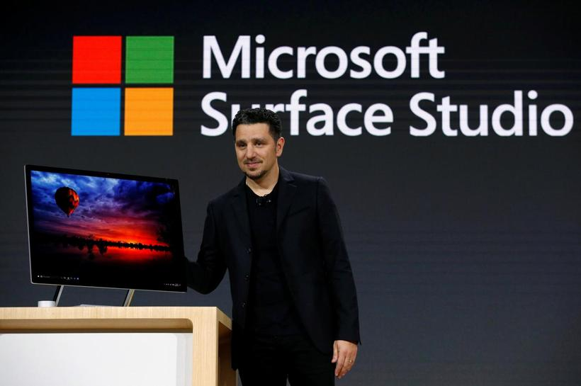 Microsoft launches first desktop, Windows update with 3D