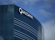 Одно из зданий Qualcomm в Сан-Диего, штат Калифорния. 3 ноября 2015 года. Компания Qualcomm Inc сообщила в четверг, что договорилась о покупке нидерландского производителя полупроводников NXP Semiconductors NV примерно за $47 миллиардов с учетом задолженности. REUTERS/Mike Blake