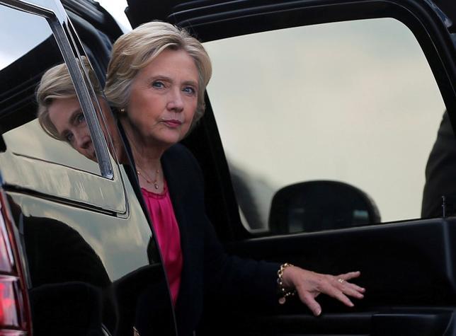 10月30日、米大統領選挙の民主党候補ヒラリー・クリントン氏(写真)が国務長官時代に公務で私用メールを使っていた問題で捜査を再開した連邦捜査局が、電子メールの捜索令状を取得した。9月撮影(2016年 ロイター/Brian Snyder)