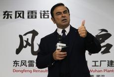 Renault compte proposer à terme en Chine une voiture électrique à un prix inférieur à 8.000 dollars (7.200 euros), a déclaré jeudi le PDG de Renault-Nissan Carlos Ghosn. /Photo d'archives/REUTERS/Darley Shen