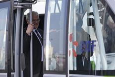 Jean-Bernard Lévy, PDG du groupe EDF, à la centrale nucléaire de Civaux. EDF fait son maximum pour avoir plus de réacteurs en service mais attend le feu vert de l'Autorité de sûreté nucléaire pour en relancer certains, a déclaré vendredi Lévy./Photo d'archives/REUTERS/Stéphane Mahé