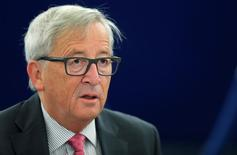 El presidente de la Comisión Europea, Jean-Claude Juncker, adivirtió a las empresas europeas de que bloquearía los intentos de alcanzar acuerdos especiales con Reino Unido antes de las negociaciones formales del Brexit. En la imagen de archivo, Juncker en un debate en Estrasburgo.   REUTERS/Vincent Kessler