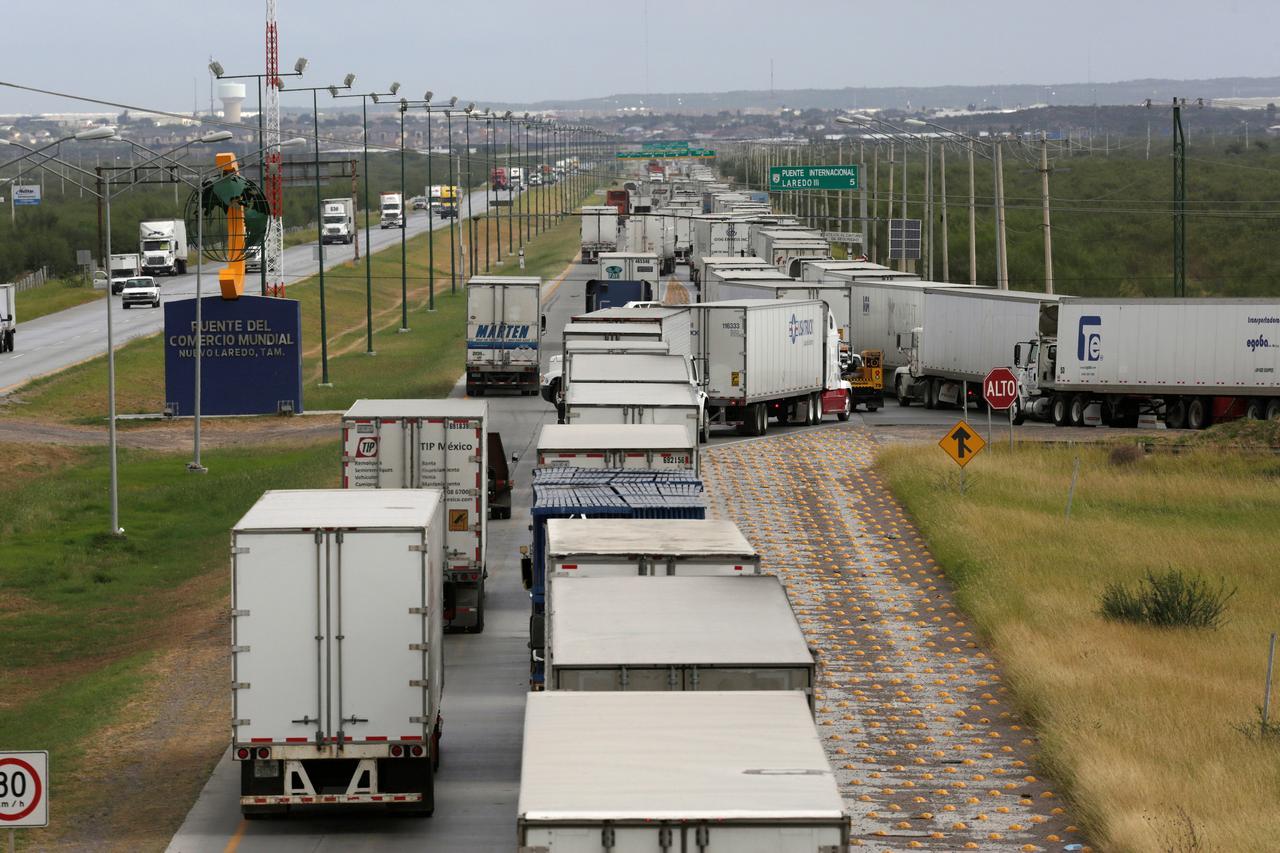 Mexicans on U S  border fear economic catastrophe if Trump