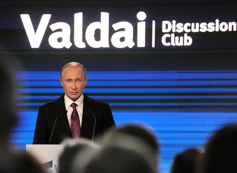 Russian President Vladimir Putin delivers a speech during a session of the Valdai International Discussion Club in Sochi, Russia, October 27, 2016. Sputnik/Kremlin/Mikhail Klimentyev via REUTERS