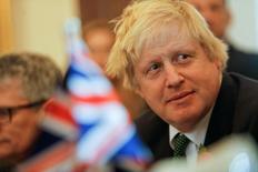 """Un """"Brexit duro"""", en el que Reino Unido pierda su libre acceso al mercado de la Unión Europea, parece ahora el desenlace más probable para el plan del país de abandonar el bloque, dijo el viernes la agencia de calificación crediticia Standard & Poor's. En la imagen, el ministro británico de Exteriores Boris Johnson en Valletta, Malta, 9 noviembre de 2016.  REUTERS/Darrin Zammit Lupi"""