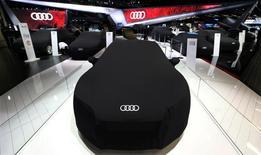 """Audi et le groupe automobile chinois SAIC Motor Corporation ont signé un """"accord cadre de coopération"""" qui ouvre la voie à une production en commun de modèles Audi en Chine, a dit à Reuters une personne proche des discussions. /Photo prise le 8 novembre 2016/REUTERS/Paulo Whitaker"""