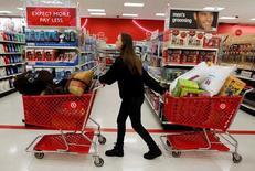 Les ventes au détail aux Etats-Unis ont augmenté plus que prévu en octobre en raison de la vigueur de diverses catégories de biens. Le mois dernier, elles ont enregistré une hausse de 0,8%, d'après le département américain du Commerce. /Photo d'archives/REUTERS/Jessica Rinaldi