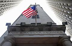 La Bourse de New York a fini en hausse mardi. Le Dow Jones a pris 0,29%, le S&P-500 a gagné 0,75% et le Nasdaq Composite a avancé de 1,10%. /Photo d'archives/REUTERS/Chip East