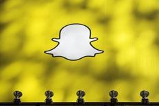Snapchat a déposé discrètement auprès de la Securities and Exchange Commission son dossier d'introduction en Bourse qui pourrait se dérouler dès mars. Valorisant l'application de messagerie 20 à 25 milliards de dollars, elle serait l'une des plus importantes du secteur high tech de ces dernières années. /Photo d'archives/REUTERS/Lucas Jackson