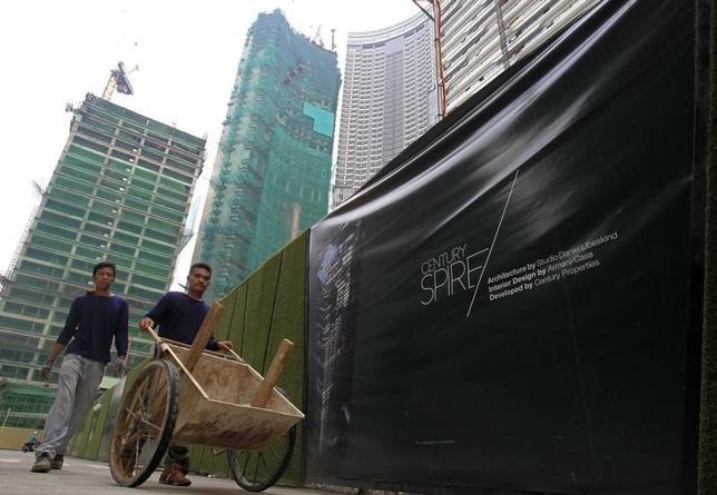 11月17日、フィリピン統計局が発表した第3・四半期の国内総生産(GDP)は、前年比7.1%増で、市場予想(6.7%増)を上回った。写真はフィリピンの首都マニラで2014年7月撮影(2016年 ロイター/Romeo Ranoco)