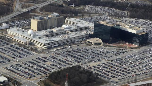 11月16日、トランプ次期米政権のサイバーセキュリティ担当人事が固まっておらず、専門家の間でサイバー攻撃の脅威が増すのではないかとの懸念が浮上している。写真は米メリーランド州にある国家安全保障局本部の空中写真。2010年1月撮影(2016年 ロイター/Larry Downing)
