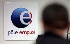 Le taux dechômagecalculé selon les normes du Bureau international du travail (BIT) s'est accru de 0,1 point au troisième trimestre en France métropolitaine pour s'établir à 9,7%, selon les données publiées jeudi par l'Insee. En incluant les départements d'Outre-mer, il s'inscrit égalementen hausse de 0,1 point, à 10,0%. /Photo d'archives/REUTERS/Jean-Paul Pelissier