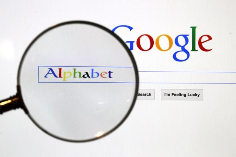 A Google search page is seen through a magnifying glass in this photo illustration taken in Berlin, August 11, 2015.  REUTERS/Pawel Kopczynski/File Photo -