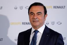Carlos Ghosn, PDG de Renault, a déclaré à Reuters s'attendre à ce que l'Etat français, actionnaire du constructeur automobile, s'oppose à son niveau de salaire en 2017, laissant ainsi augurer un nouveau bras de fer lors de la prochaine assemblée générale. /Photo d'archives/REUTERS/Benoit Tessier