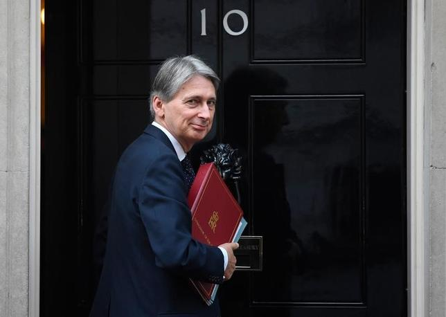 11月20日、英財務省はハモンド財務相(写真)が23日に予定される秋季財政報告で、景気支援策の一環として16億ドル規模のインフラ整備計画を発表すると明らかにした。2日撮影(2016年 ロイター/Toby Melville)