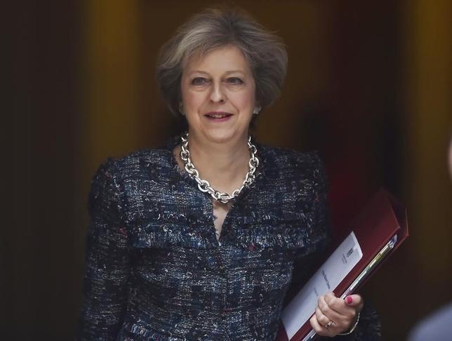 11月21日、英紙デイリー・テレグラフによると、メイ英首相は、財界幹部らに、法人税率を主要20カ国・地域(G20)の中で最も低い水準に引き下げたいとの意向を示す。写真はロンドンで10月撮影(2016年 ロイター/Hannah McKay)