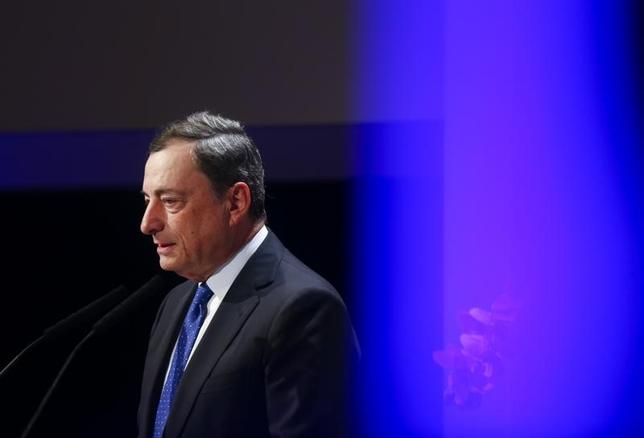 11月21日、ECBのドラギ総裁は、トランプ氏勝利で見通しが困難な長期影響が及ぶとの見方を示した。写真はフランクフルトで18日撮影(2016年 ロイター/Ralph Orlowski)