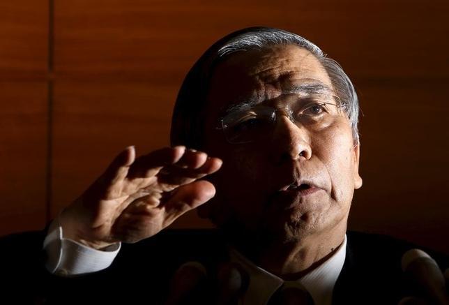11月22日、黒田東彦日銀総裁は参院財政金融委員会で、長期金利は相当程度コントロールできると述べ、現行のイールドカーブ・コントロール(YCC)にあらためて自信を示した。風間直樹委員(民進)の質問に答えた。写真は都内で1月撮影(2016年 ロイター/Yuya Shino)