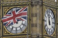 Les finances publiques britanniques ont accusé en octobre un déficit beaucoup moins important que prévu mais elles paraissent fragiles par rapport à l'objectif fixé pour l'ensemble de l'exercice 2016-2017, selon des données publiées un jour avant la présentation du premier budget post-Brexit. /Photo d'archives/REUTERS/Toby Melville