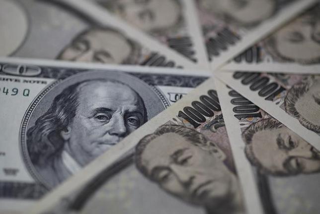 11月24日、正午のドル/円は、前日ニューヨーク市場午後5時時点に比べ、ドル高/円安の112.80/82円だった。写真は都内で2013年2月撮影(2016年 ロイター/Shohei Miyano)