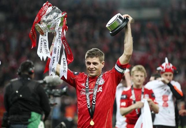 11月24日、サッカーのイングランド・プレミアリーグのリバプールやイングランド代表でプレーし、米メジャーリーグサッカーのギャラクシーを今季限りで退団していたスティーブン・ジェラードが現役引退を表明した。12年2月撮影(2016年 ロイター)
