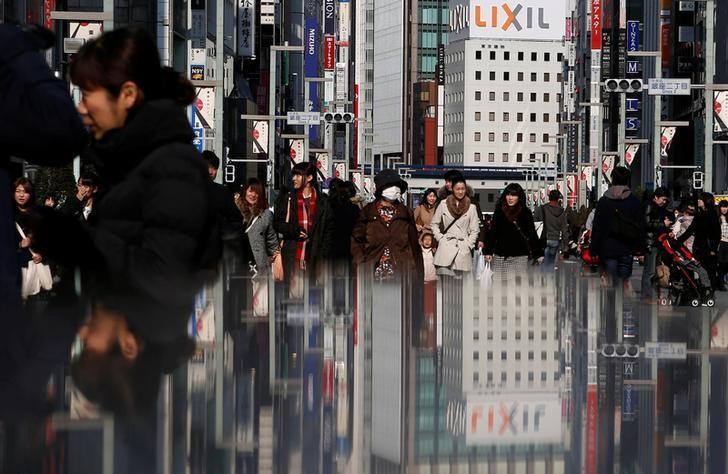 2015年2月15日,日本东京,银座购物区街头。REUTERS/Yuya Shino