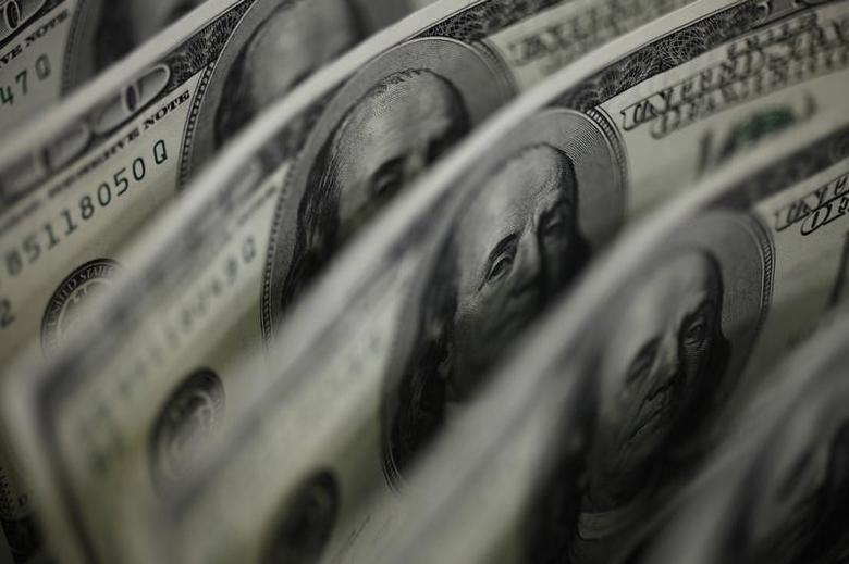 2011年8月2日,图为百元面值的美元纸币。REUTERS/Yuriko Nakao
