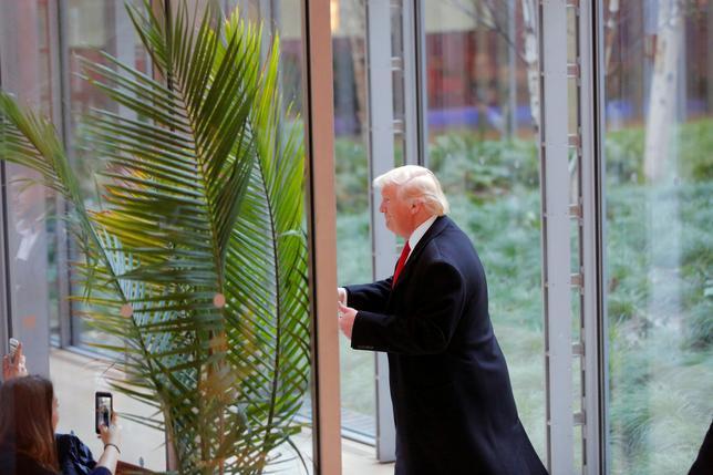 11月25日、ドナルド・トランプ氏の次期米大統領就任は、米国の南シナ海への関与が終わることではなく、むしろ同地域に対する「主導権」の追求が続くことを意味すると分析した学術リポートが北京で発表された。ニューヨークで22日撮影(2016年 ロイター/Lucas Jackson)