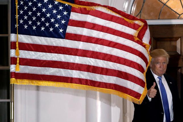 11月25日、政府は、月例経済報告関係閣僚会議と経済財政諮問会議を開き、米大統領選後の経済・金融情勢などを議論した。写真はトランプ次期米大統領、ニュージャージー州で20日撮影(2016年 ロイター/Mike Segar)