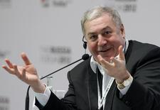 Бизнесмен Михаил Гуцериев на форуме в Москве 2 февраля 2012 года. Акционеры российской нефтяной компании Русснефть привлекли 32 миллиарда рублей через IPO, которое стало первым после десятилетнего перерыва с момента выхода компаний этого сектора на рынок. REUTERS/Anton Golubev