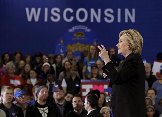 11月26日、米大統領選で敗れた民主党候補ヒラリー・クリントン氏(写真)の陣営は、中西部ウィスコンシン州での票の再集計に参加する意向を示した。写真は3月撮影(2016年 ロイター/Jim Young)