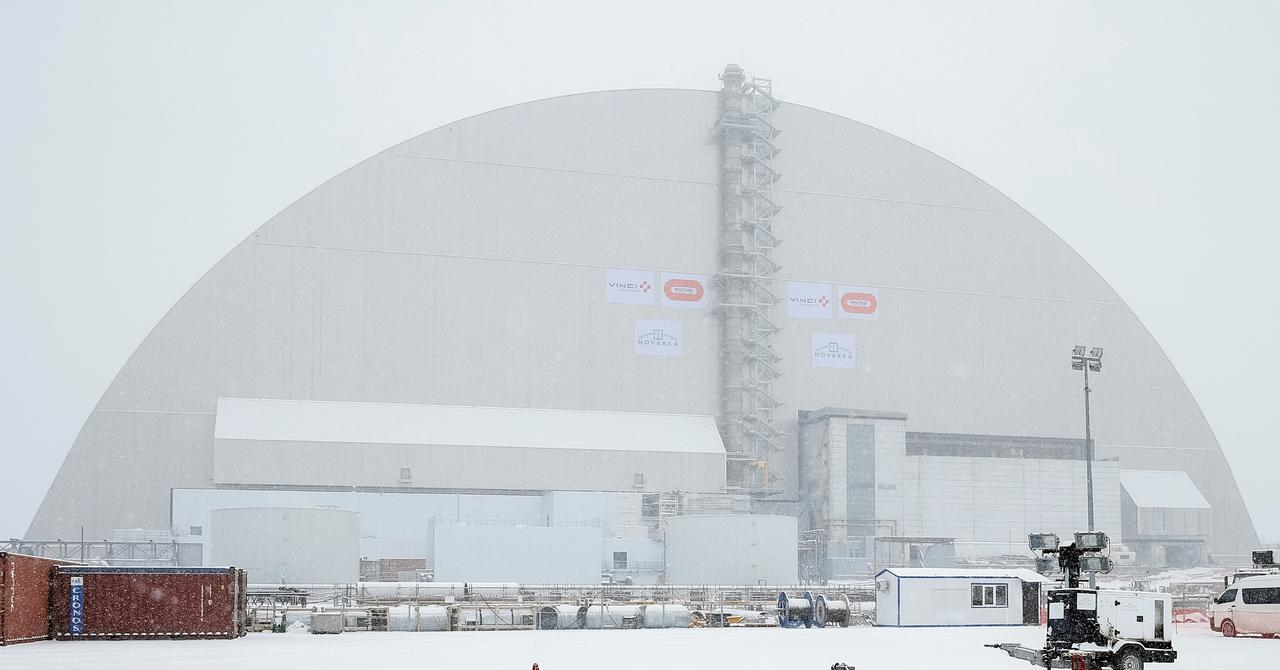 Giant arch slides over Chernobyl site to block radiation for