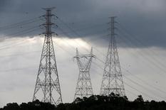 Torres de transmissão em energia em Diadema.     10/02/2015  REUTERS/Paulo Whitaker