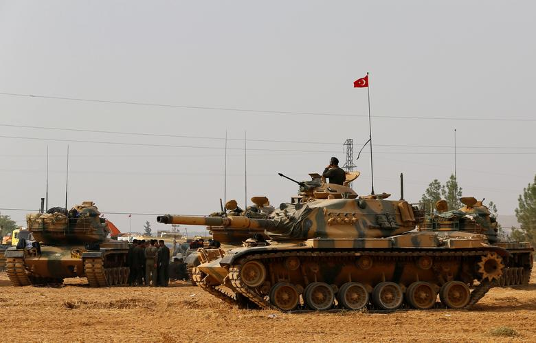 Turkish army tanks and military personal are stationed in Karkamis on the Turkish-Syrian border in the southeastern Gaziantep province, Turkey, August 25, 2016. REUTERS/Umit Bektas/File Photo