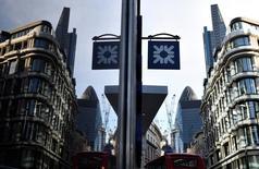 Las bolsas europeas subían el miércoles y seguían en curso para cerrar el mes en positivo, aunque el avance no era muy destacado ante un fin de año que se presenta volátil. En la imagen de archivo, una sede de Royal Bank of Scotland en Londres.  REUTERS/Toby Melville/File Photo