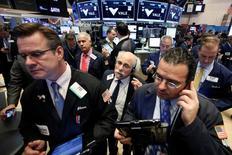 La Bourse de New York a ouvert en légère hausse jeudi la première séance du mois de décembre, soutenue par la poursuite du rally du baril de pétrole avant une série d'indicateurs, dont les chiffres de l'emploi, qui seront publiés vendredi. L'indice Dow Jones gagne 0,36% à 19.191,61 points dans les premiers échanges. /Photo prise le 29 novembre 2016/REUTERS/Brendan McDermid