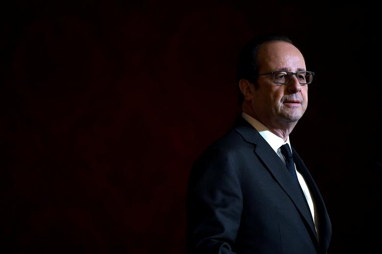 French President Francois Hollande delivers a speech after awarding Olympic and Paralympic athletes  the Legion of Honour (Legion d'Honneur) at the Elysee Palace in Paris, France, December 1, 2016. REUTERS/Lionel Bonaventure/Pool