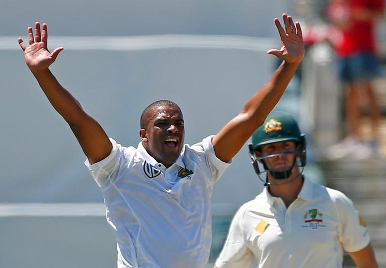 Cricket - Australia v South Africa - First Test cricket match - WACA Ground, Perth, Australia - 4/11/16. South Africa's Vernon Philander appeals successfully for LBW to dismiss Australia's Mitchell Marsh at the WACA Ground in Perth.    REUTERS/David Gray