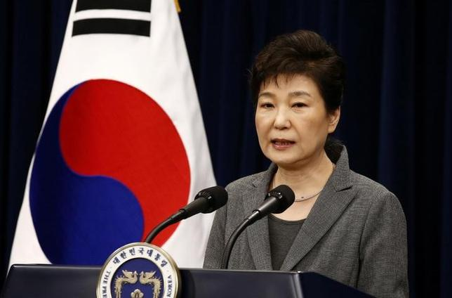 South Korean President Park Geun-Hye speaks during an address to the nation, at the presidential Blue House in Seoul, South Korea, 29 November 2016. REUTERS/Jeon Heon-Kyun/Pool