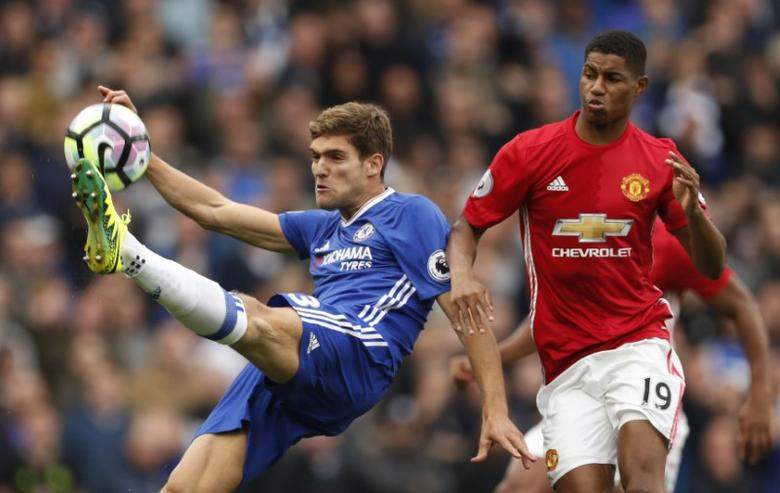Britain Soccer Football - Chelsea v Manchester United - Premier League - Stamford Bridge - 23/10/16Manchester United's Marcus Rashford in action with Chelsea's Marcos Alonso Action Images via Reuters / John SibleyLivepic
