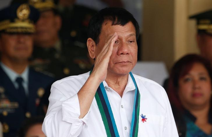 Philippine President Rodrigo Duterte salutes during the change of command for the new Armed Forces chief at a military camp  in Quezon city, Metro Manila, December 7, 2016. REUTERS/Erik De Castro