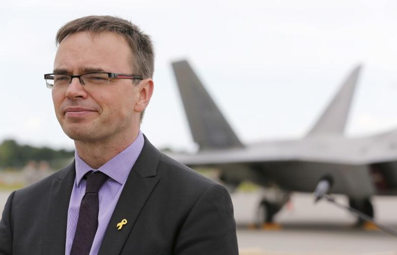 Sven Mikser stands in front of a F-22 Raptor fighter jet of the 95th Fighter Squadron from Tyndall at the newly established NATO airbase of Aemari near Tallinn, Estonia September 4, 2015.  REUTERS/Wolfgang Rattay