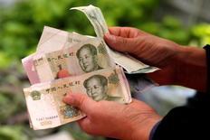 L'inflation en Chine mesurée par les prix de détail a progressé à 2,3% en novembre, en ligne avec les attentes (2,2%), après 2,1% le mois précédent. /Photo d'archives/REUTERS/Kim Kyung-Hoon
