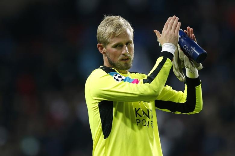 Football Soccer - FC Copenhagen v Leicester City - UEFA Champions League Group Stage - Group G - Parken Stadion, Copenhagen, Denmark  - 2/11/16Leicester City's Kasper Schmeichel applauds their fans after the matchAction Images via Reuters / Andrew CouldridgeLivepicEDITORIAL USE ONLY.