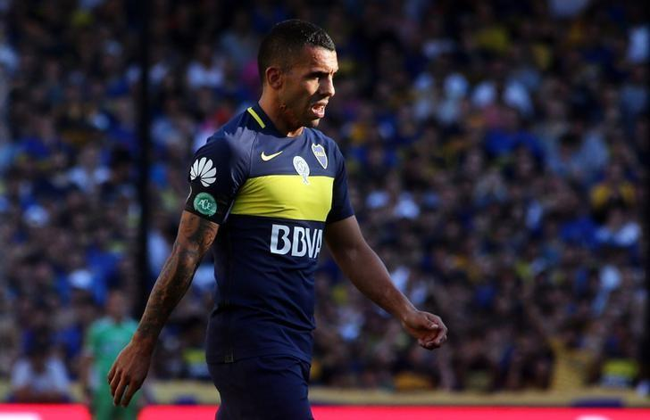 Boca Juniors' player Carlos Tevez wears an arm band with the logo of Brazilian soccer team Chapecoense during their Argentine First Division soccer match against Racing Club to pay tribute to the victims of the plane crash in Colombia at La Bombonera stadium in Buenos Aires, Argentina, December 4, 2016. REUTERS/Marcos Brindicci/Files