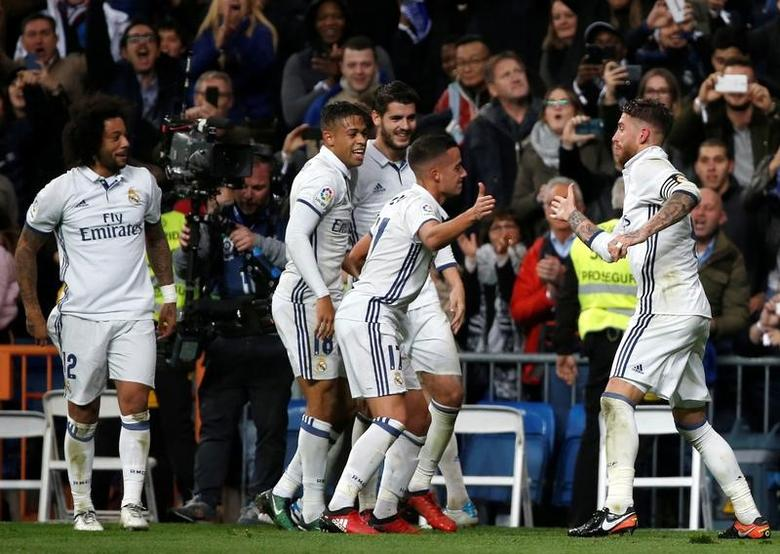 Football Soccer - Real Madrid v Deportivo Coruna - Spanish La Liga Santander  -Santiago Bernabeu stadium, Madrid, Spain - 10/12/16 Real Madrid celebrates a goal. REUTERS/Javier Barbancho