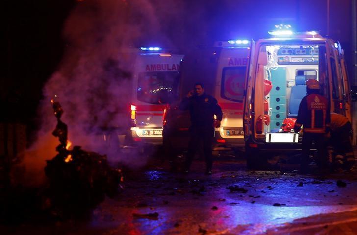 Police and ambulances arrive the scene after a blast in Istanbul, Turkey, December 10, 2016. REUTERS/Murad Sezer