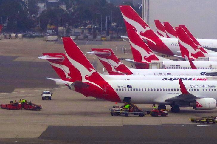 Groundstaff work on the tarmac next to Qantas Airways planes parked at Sydney's Domestic Airport terminal in Australia, November 8, 2016.  REUTERS/David Gray