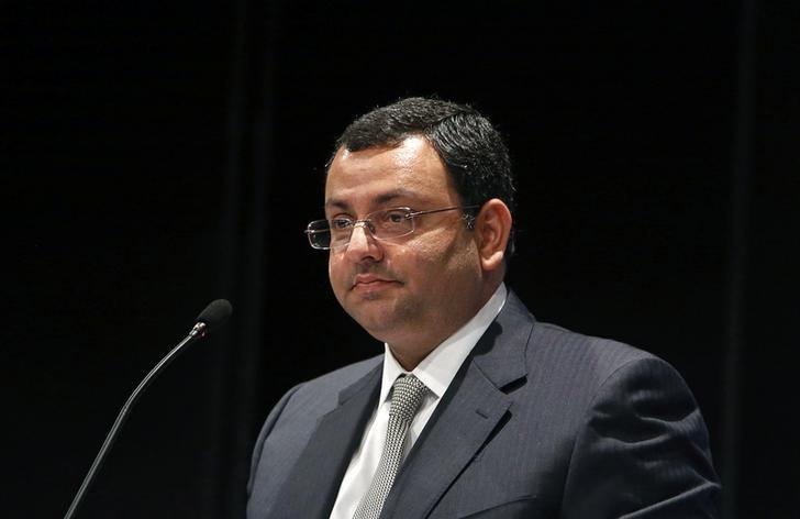 Cyrus Mistry speaks to shareholders during the Tata Consultancy Services (TCS) annual general meeting in Mumbai, India June 28, 2013. REUTERS/Vivek Prakash/Files