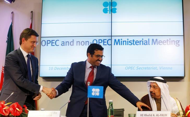 (L-R) Russia's Energy Minister Alexander Novak, OPEC President Qatar's Energy Minister Mohammed bin Saleh al-Sada and Saudi Arabia's Energy Minister Khalid al-Falih shake hands after a news conference following a meeting of the Organization of the Petroleum Exporting Countries (OPEC) in Vienna, Austria, December 10, 2016. REUTERS/Heinz-Peter Bader